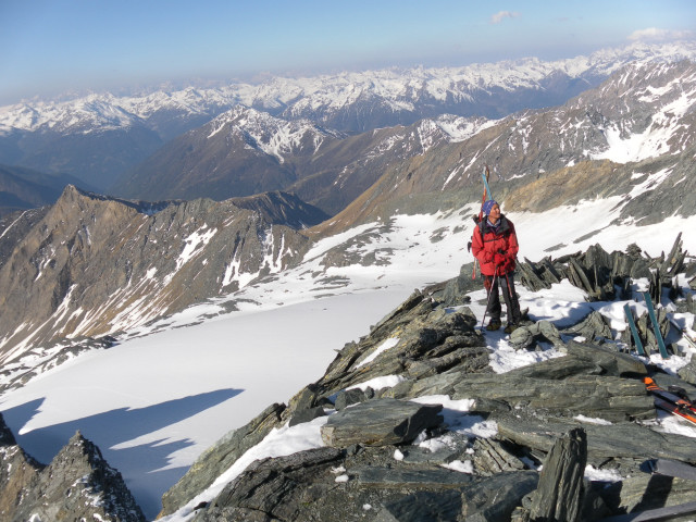 Foto: Wolfgang Lauschensky / Skitour / Glockner Umrundung / Umfahrung / Umrahmung / am Grat zur Adlersruhe / 13.05.2011 08:16:58