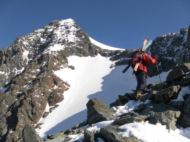 Foto: Wolfgang Lauschensky / Skitour / Glockner Umrundung / Umfahrung / Umrahmung / Blick zum Anstieg über das obere Ködnitzkees / 13.05.2011 08:16:44