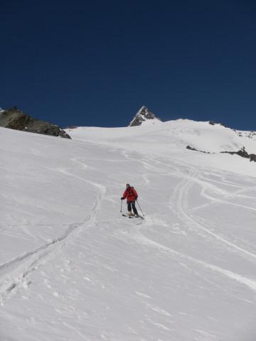 Foto: Wolfgang Lauschensky / Skitour / Glockner Umrundung / Umfahrung / Umrahmung / Rückblick zu Adlersruhe und Großglocknergipfel / 13.05.2011 08:15:43