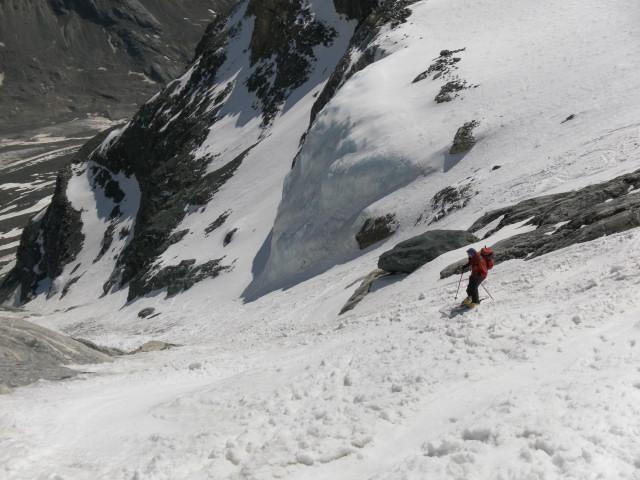 Foto: Wolfgang Lauschensky / Skitour / Glockner Umrundung / Umfahrung / Umrahmung / Einfahrt in die Rinne der ehemaligen Hofmannskeeszunge / 13.05.2011 08:15:21