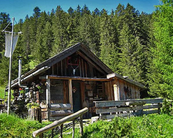 Foto: vince 51 / Wander Tour / durchs Rotlechtal auf den Loreakopf / Die Althütte (eine Jagdhütte) / 08.06.2011 23:09:26