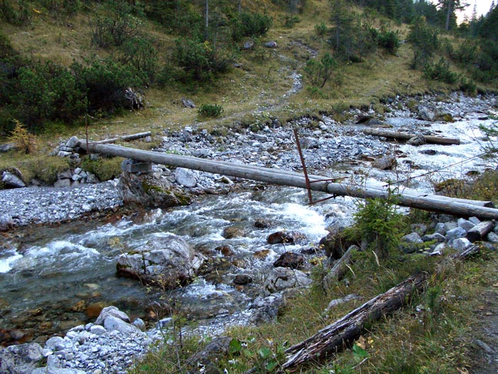 Foto: vince 51 / Wander Tour / durchs Rotlechtal auf den Loreakopf / Die Brücke über den Rotlech / 08.06.2011 23:06:43