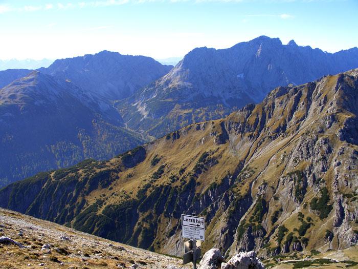 Foto: vince 51 / Wander Tour / durchs Rotlechtal auf den Loreakopf / Blick von der Loreascharte nach Süden / 08.06.2011 22:56:42