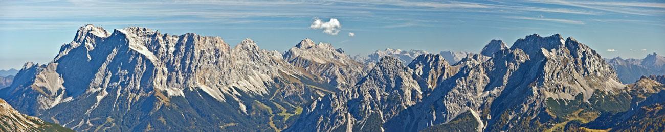 Foto: vince 51 / Wander Tour / durchs Rotlechtal auf den Loreakopf / Panorama Wetterstein-Massiv (Zugspitze)- Mieminger Gruppe / 08.06.2011 22:53:31