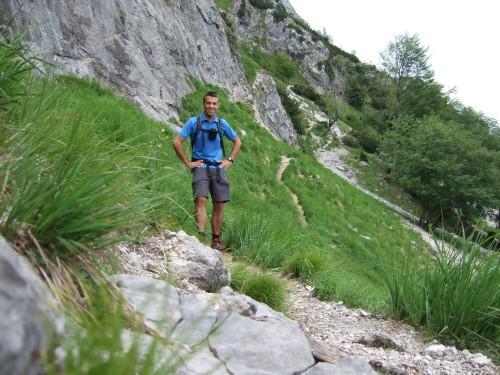 Foto: hofchri / Wandertour / Hochstaufen (1771 m) über Steinerne Jäger (I+) / am idyllischen Weg / 09.06.2011 21:40:09