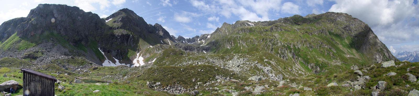 Foto: Datzi / Wandertour / Rundtour über die Wasserfallspitze (Biwak) Aufstieg Herzmaierkar - Abstieg Wildkar / Das Wildkarpanorama mit Blick vom Jagtstand bzw. Hütte / 18.06.2011 16:09:27