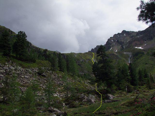 Foto: Datzi / Wandertour / Rundtour über die Wasserfallspitze (Biwak) Aufstieg Herzmaierkar - Abstieg Wildkar / Die erste Stufe entlang des linken Baches zum Herzmaierkar / 18.06.2011 16:07:09