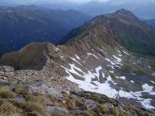 Foto: Datzi / Wandertour / Rundtour über die Wasserfallspitze (Biwak) Aufstieg Herzmaierkar - Abstieg Wildkar / Blick zurück zum Herzmaiersee vom Gipfel aus / 18.06.2011 16:07:24