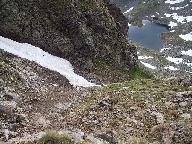 Foto: Datzi / Wandertour / Rundtour über die Wasserfallspitze (Biwak) Aufstieg Herzmaierkar - Abstieg Wildkar / Der Einstieg in den oberen Teil der Schuttrine / 18.06.2011 16:07:58