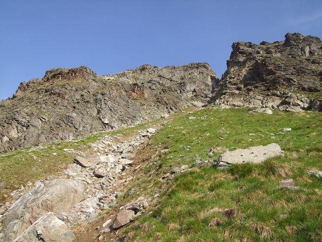 Foto: Datzi / Wandertour / Rundtour über die Wasserfallspitze (Biwak) Aufstieg Herzmaierkar - Abstieg Wildkar / Die Schuttrine beim Abstieg von der Wasserfallspitze / 18.06.2011 16:08:05