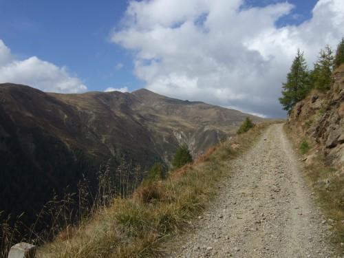 Foto: hofchri / Mountainbiketour / Strickberg (2553 m) und Marchkinkele (2545 m) von Winnebach / der Weg zieht sich / 19.06.2011 21:59:00