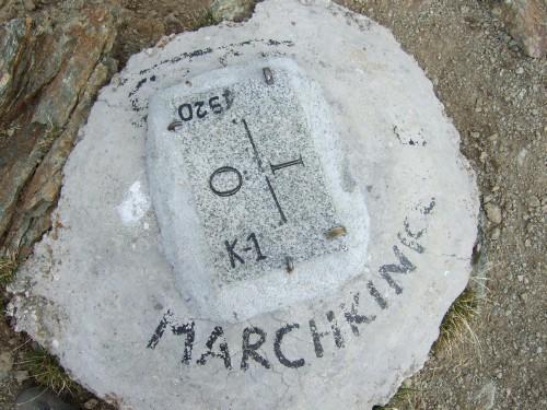 Foto: hofchri / Mountainbiketour / Strickberg (2553 m) und Marchkinkele (2545 m) von Winnebach / Grenzstein am Gipfel des Marchkinkele (2545 m) / 19.06.2011 22:02:25