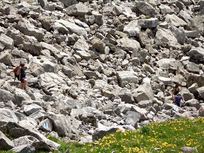 Foto: vince 51 / Wander Tour / Saladinaspitze/Fensterlewand / Wanderer in dem Blockfeld / 01.07.2011 22:39:55