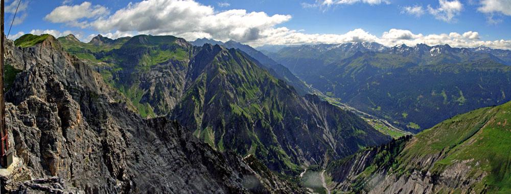 Foto: vince 51 / Wander Tour / Saladinaspitze/Fensterlewand / Blick nach Osten und ins Klostertal / 01.07.2011 22:36:01