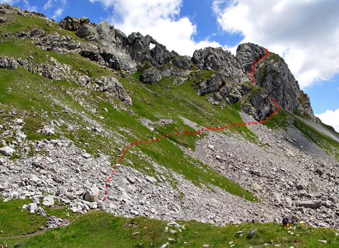 Foto: vince 51 / Wander Tour / Saladinaspitze/Fensterlewand / Fensterlewand, die roten Punkte markieren die Auf/Abstiegsroute / 01.07.2011 22:32:51