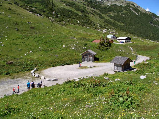 Foto: vince 51 / Wander Tour / Saladinaspitze/Fensterlewand / Bushaltestelle / 01.07.2011 22:26:17