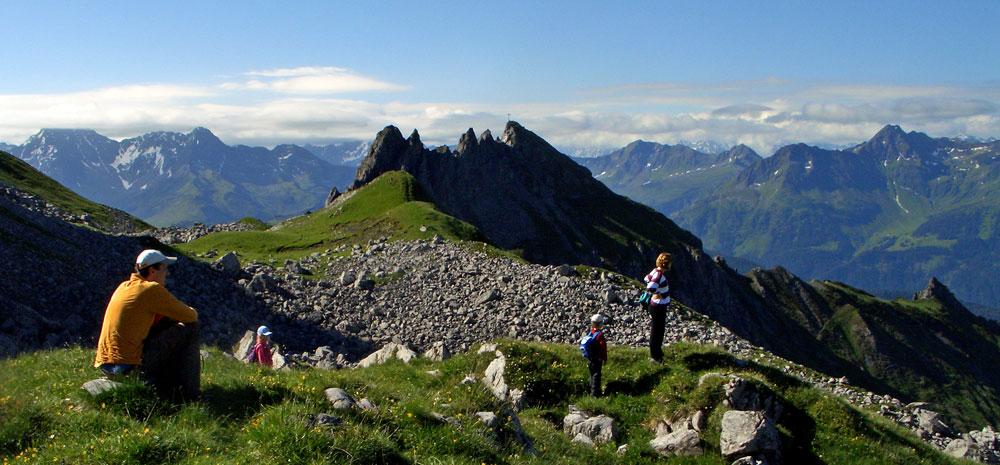 Foto: vince 51 / Wander Tour / Saladinaspitze/Fensterlewand / Saladinaspitze vom 'Kindergipfel' (siehe 'Bemerkungen' in der Beschreibung)  / 01.07.2011 22:45:45
