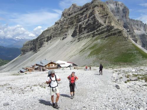 """Foto: hofchri / Klettersteigtour / Brenta-Durchquerung  via """"Sent. Alfredo Benini"""" (Bocchette Weg – I. Etappe, 2905 m) / Zustieg von der Bergstation / 19.08.2011 14:15:38"""