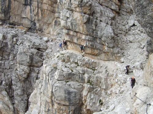 """Foto: hofchri / Klettersteigtour / Brenta-Durchquerung  via """"Sent. Alfredo Benini"""" (Bocchette Weg – I. Etappe, 2905 m) / enge und niedrige Stellen voraus / 19.08.2011 14:19:52"""