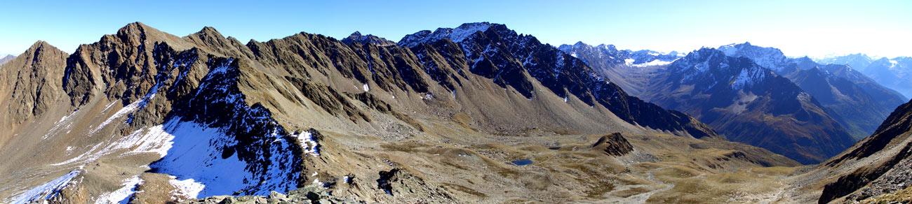 Foto: vince 51 / Wander Tour / Kraspesspitze  / Blick vom Schartenkopf nach Südost. der zweite Gipfel von links ist die Kraspesspitze, etwa in Bildmitte der Zwieselbacher Rosskogel und im Vordergrund die Finstertaler Scharte / 31.10.2011 20:45:09