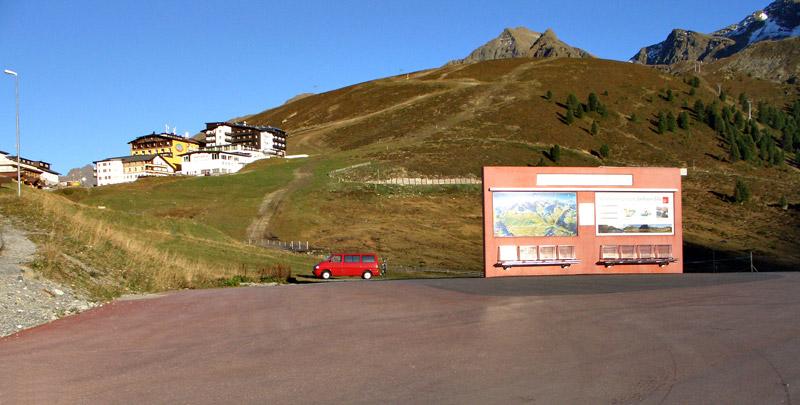 Foto: vince 51 / Wander Tour / Kraspesspitze  / Schibus-Terminal, etwas dahinter links kann geparkt werden / 31.10.2011 21:12:45