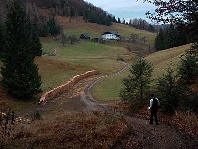 Foto: Wolfgang Lauschensky / Wandertour / Strumberg Überschreitung / erste Gehöfte am Rückweg nach Ebenau / 06.12.2011 18:17:20
