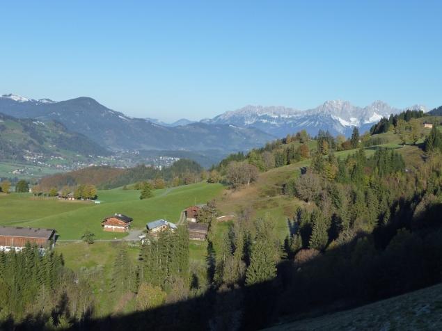 Foto: Manfred Karl / Wandertour / Gaisberg vom Wildpark Aurach / Rechts hinten das Kaisergebirge / 04.11.2015 19:38:58