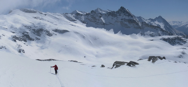 Foto: Wolfgang Lauschensky / Ski Tour / Riegelkopf – stille Alternative zum Hochgasser / herrliche Skihänge am Südrücken mit Blick zum Anstiegsgelände auf den Sillingkopf li / 06.04.2012 16:12:15