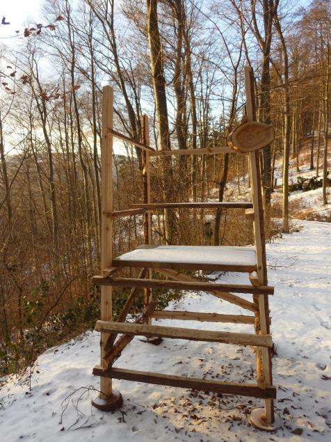 Foto: Manfred Karl / Wandertour / Rundtour Friedrichfelsen - Hoher Stein – Rote Wand / Rastbank oder Hochstand oder ...? / 28.01.2012 11:56:51