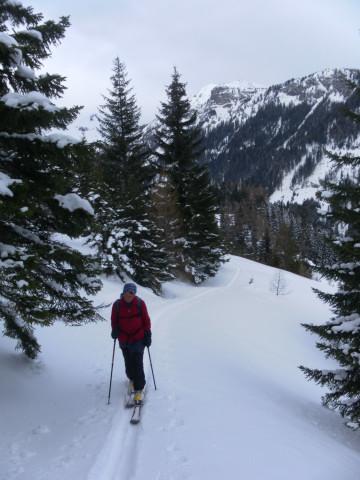 Foto: Wolfgang Lauschensky / Skitour / Lackenspitze 2459m / am Ziehweg zur oberen Neuwirtsalm / 01.02.2012 17:07:14