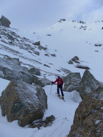 Foto: Wolfgang Lauschensky / Skitour / Lackenspitze 2459m / Blockgelände vor dem Gipfelhang / 01.02.2012 17:06:16