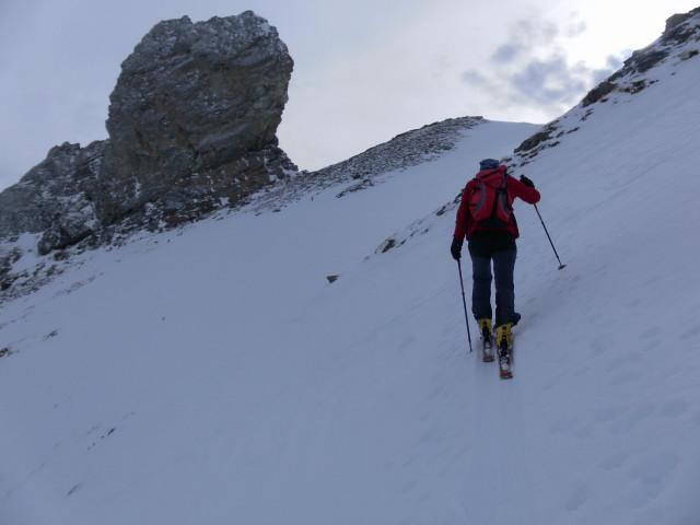 Foto: Wolfgang Lauschensky / Skitour / Lackenspitze 2459m / zum Ostgrat rechts des markanten Felsens / 01.02.2012 17:06:00
