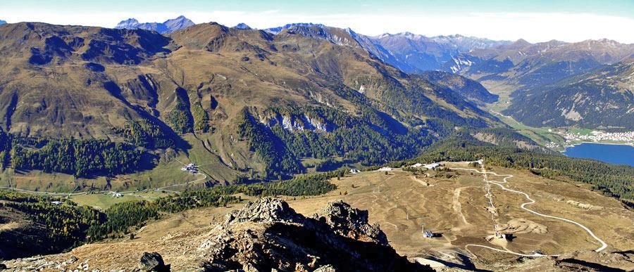 Foto: vince 51 / Wandertour / Von Rojen auf den Zehnerkopf / Blick vom Zehnerkopf auf das Schigebiet Schöneben / 13.04.2012 22:07:47