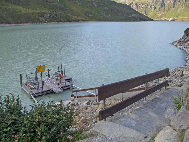 Foto: vince 51 / Wandertour / Von der Bielerhöhe auf den Vermuntkopf  / Motorboot Anlegestelle / 04.05.2012 21:43:24