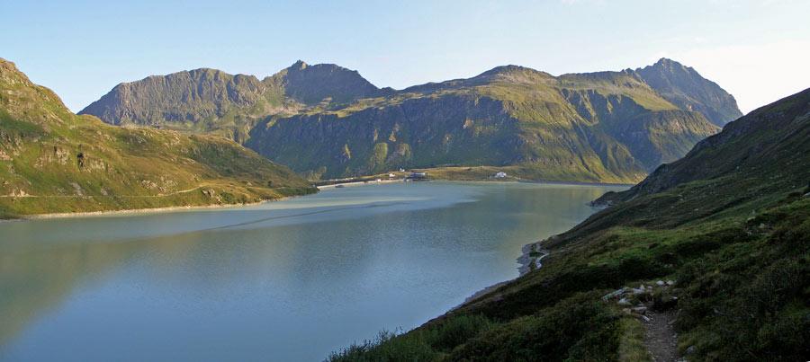 Foto: vince 51 / Wandertour / Von der Bielerhöhe auf den Vermuntkopf  / Blick über den See auf die Bielerhöhe / 04.05.2012 21:42:37