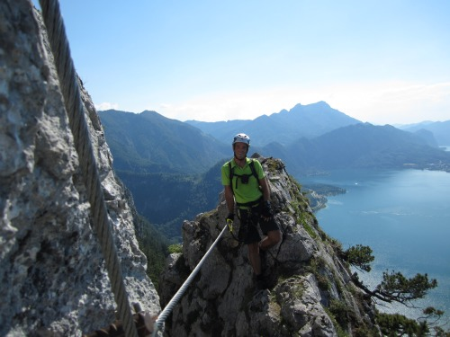 Klettersteig Mahdlgupf : Mahdlgupf klettersteig c d am attersee youtube