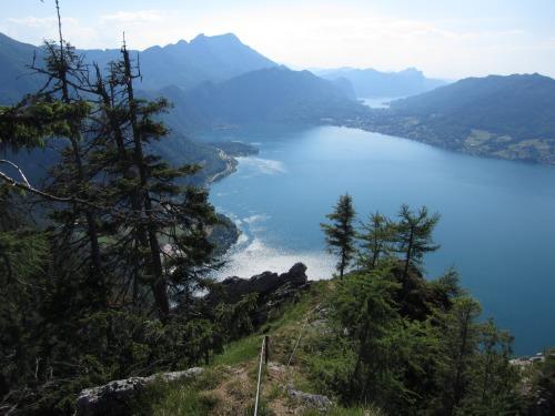 """Foto: hofchri / Klettersteigtour / Mahdlgupf (1.261 m) über """"Attersee-Klettersteig"""" / Blick Richtung Schafberg und Mondsee / 26.06.2012 21:35:51"""