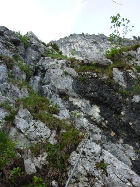 """Foto: Manfred Karl / Klettersteigtour / Mahdlgupf (1.261 m) über """"Attersee-Klettersteig"""" / Einstiegswandl / 03.06.2012 15:13:09"""