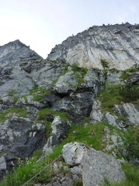 """Foto: Manfred Karl / Klettersteigtour / Mahdlgupf (1.261 m) über """"Attersee-Klettersteig"""" / Unterhalb der Schlucht / 03.06.2012 15:12:31"""