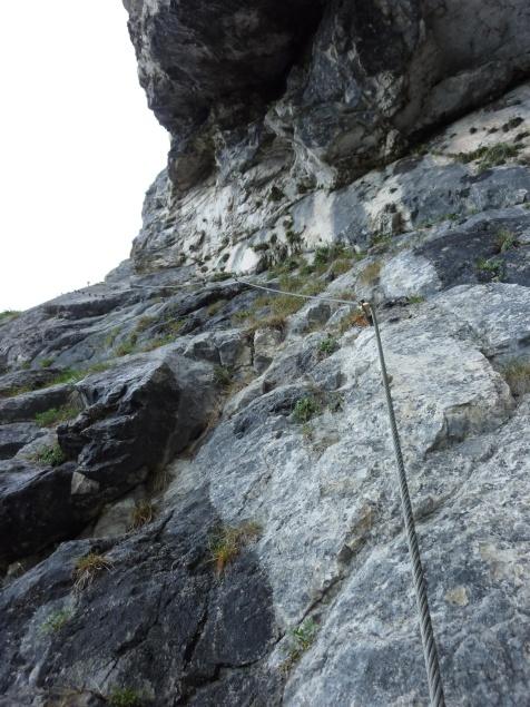 """Foto: Manfred Karl / Klettersteigtour / Mahdlgupf (1.261 m) über """"Attersee-Klettersteig"""" / Leider teilweise nasser Fels / 03.06.2012 15:11:27"""