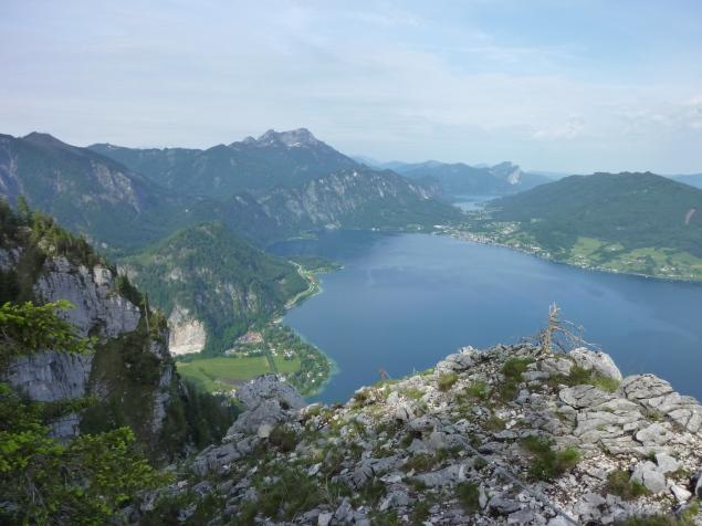 """Foto: Manfred Karl / Klettersteigtour / Mahdlgupf (1.261 m) über """"Attersee-Klettersteig"""" / Herrlicher Blick auf den Attersee / 03.06.2012 15:10:00"""
