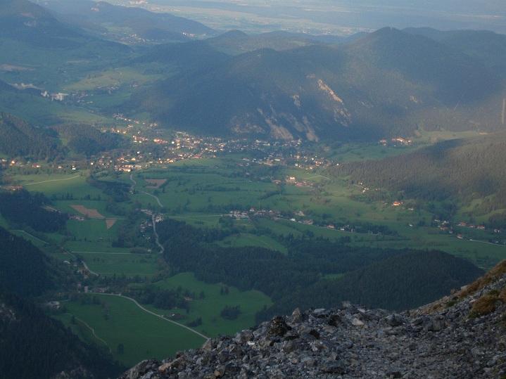 Foto: Andreas Koller / Klettertour / Nandlgrat auf das Schneebergplateau (1974m) / Tiefblick auf Puchberg / 21.05.2012 23:04:32