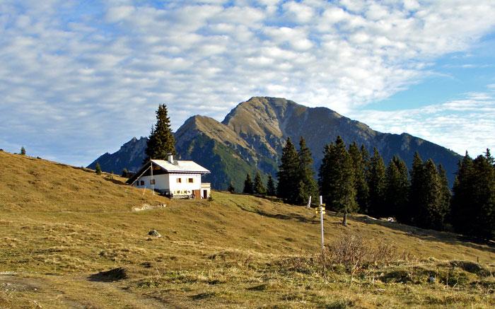 Foto: vince 51 / Wandertour / Reuttener Höhenweg / Reuttener Hütte und Thaneller / 11.07.2012 22:35:44