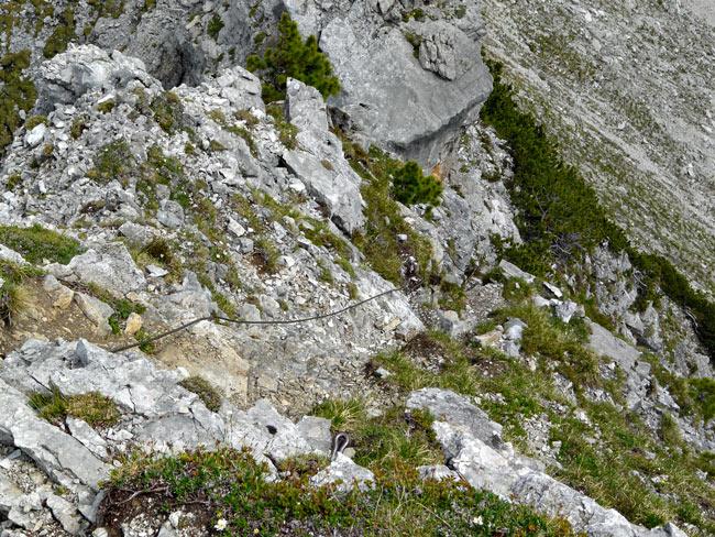 Foto: vince 51 / Wandertour / Reuttener Höhenweg / Der Stahlseilversicherte Steilaufschwung von oben / 11.07.2012 22:16:09