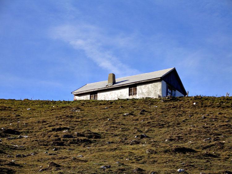 Foto: vince 51 / Wandertour / Reuttener Höhenweg / Die kleine Almhütte der Raazgaltalpe / 11.07.2012 21:57:31