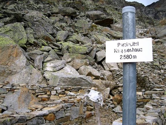 Foto: Andreas Koller / Wandertour / Goldbergspitze aus dem Großen Zirknitztal (3073m) / Paziseltal mit verfallenem Knappenhaus / 22.09.2012 01:49:13