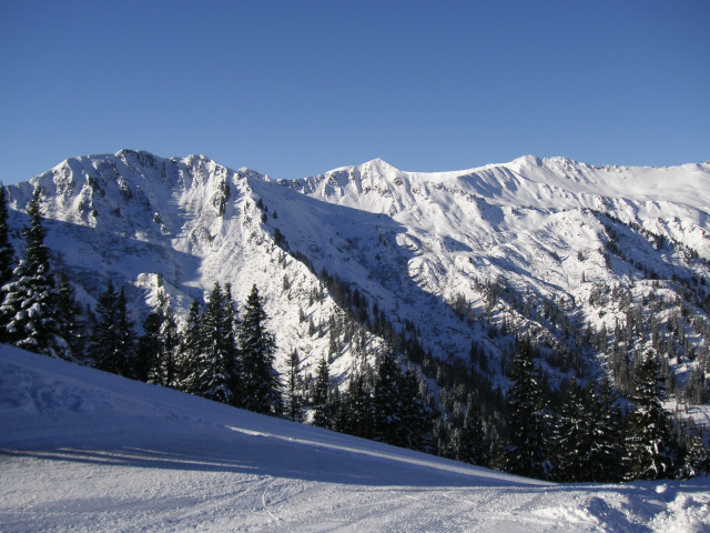 Foto: Wolfgang Lauschensky / Ski Tour / Riesnerkrispen über Mörsbachtal / Blick übers Mörsbachtal Richtung Gumpeneck / 23.12.2012 16:07:18
