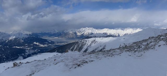 Foto: Wolfgang Lauschensky / Skitour / Mislkopf über Mislböden    / Innsbruck unter der Nordkette, davor Patscherkofel und Morgenkogel. / 19.02.2013 17:59:37