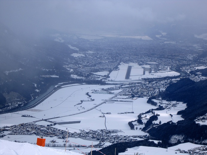 Foto: Andreas Koller / Skitour / Lawinensicher aufs Rangger Köpfl (1939m) / Tiefblick auf Innsbruck / 22.02.2013 22:11:46