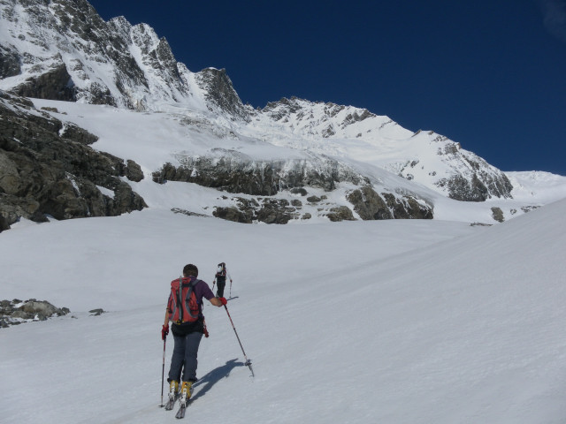 Foto: Wolfgang Lauschensky / Skitour / Kleiner Burgstall (2709m bzw.  2718m) / Firnrampe entlang der Glocknerwand / 25.05.2013 10:44:34
